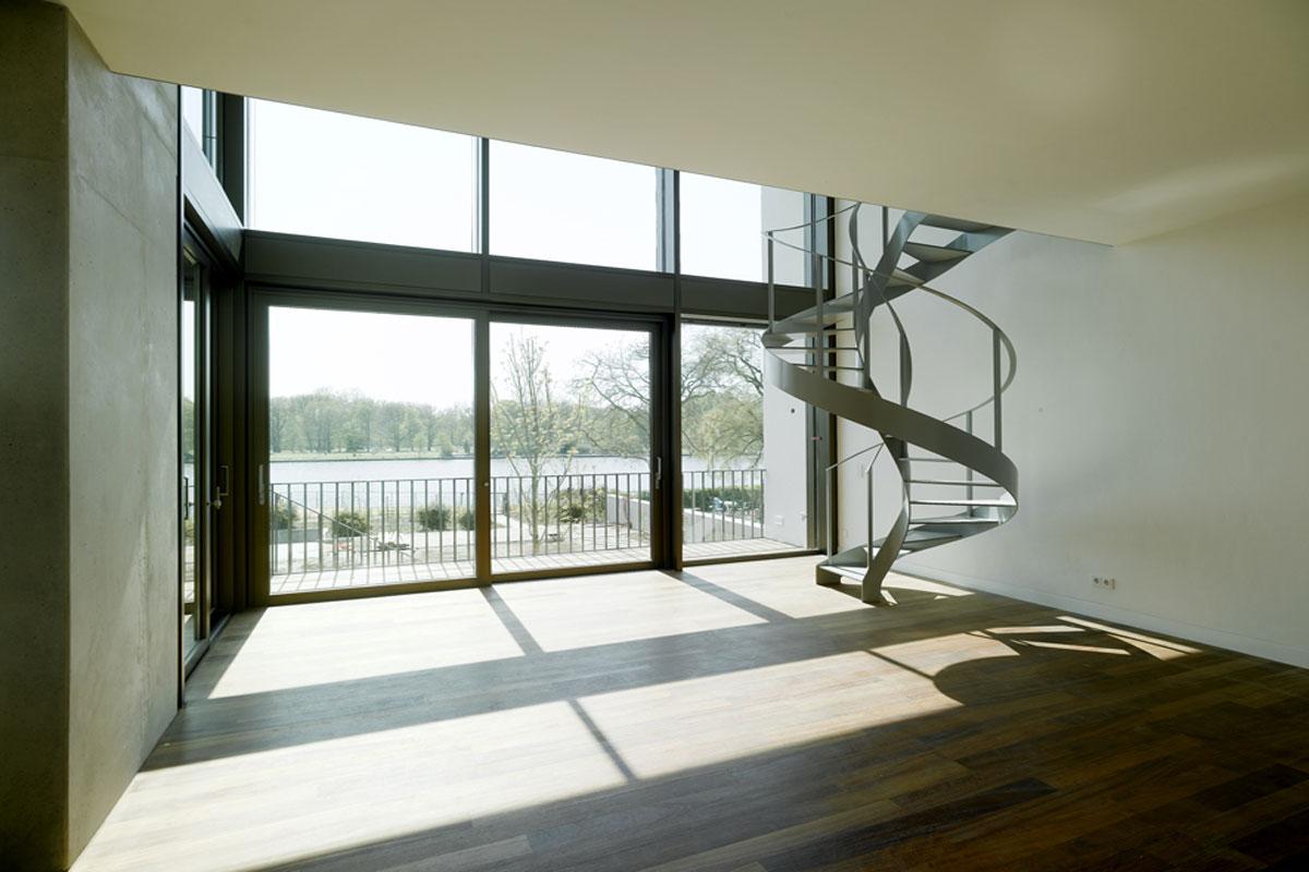 Wendeltreppe aus Stahl, Foto: Clarke und Kuhn Architekten