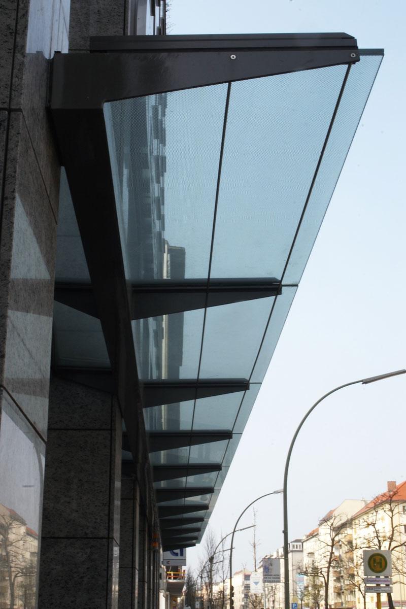 Metall-Glas-Vordach, Foto: Christian Fittkau
