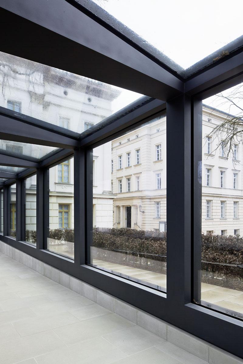 Detail Stahl-Glas-Gang, Foto: Schwarz