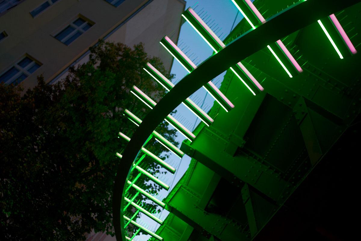 Tragring aus Aluminium mit LED-Leuchten, Foto: Christian Fittkau