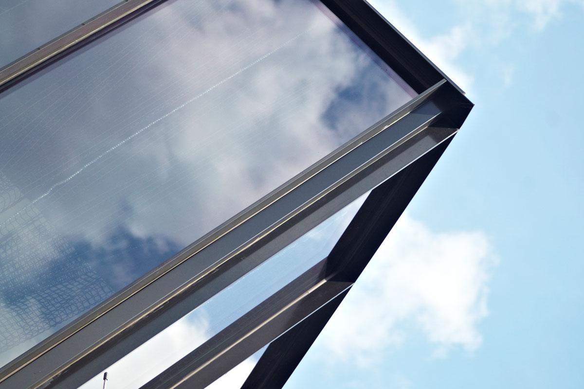 Detail Stahlglasfassade, Foto: Christian Fittkau