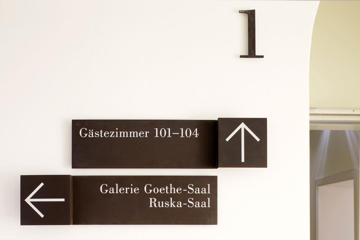 Hinweisschilder, Foto: Andreas Mus