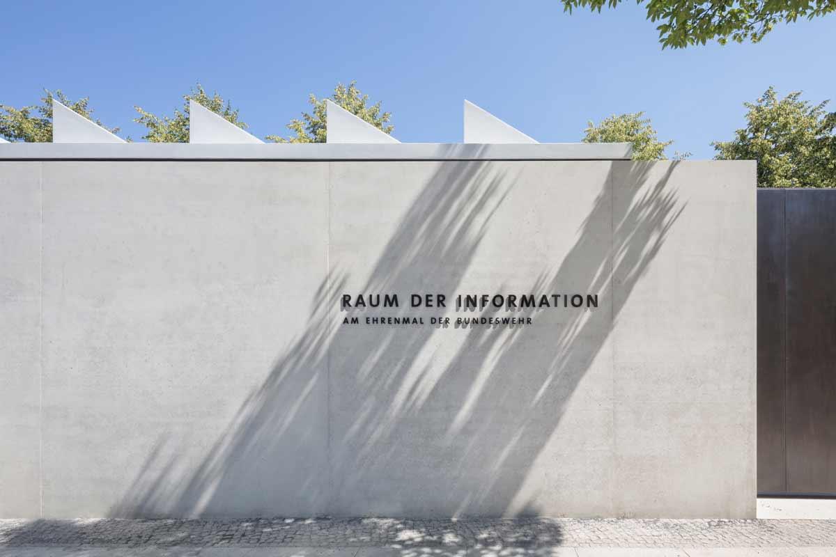 Baubronzeschrift. Foto: W. Hutmacher